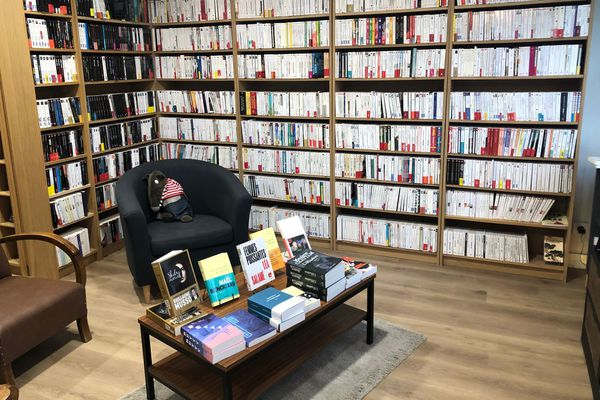 Comme lors du premier confinement, la librairie Amory, à Reims, propose de commander et de retirer les livres en boutique.