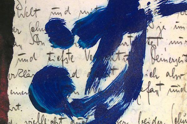 Ces collages et gouaches sont réalisés sur des courriers officiels ou des lettres manuscrites.