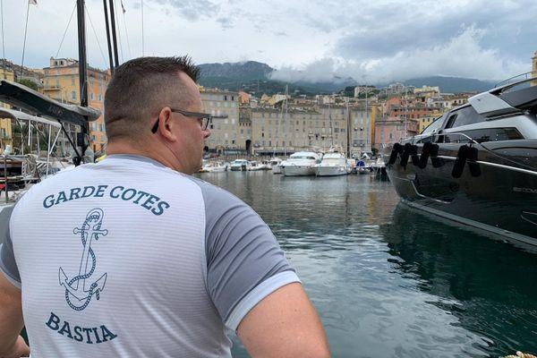 Immobilisée depuis mars au port de Toulon, la vedette Libecciu DF 25 manque aux douanes de Bastia.