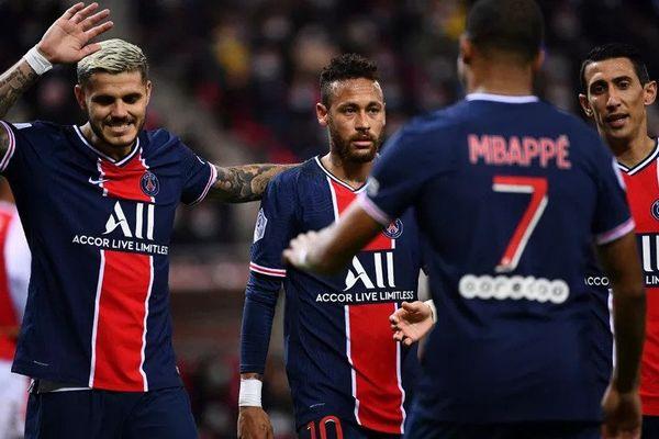 De gauche à droite : Mauro Icardi, Neymar et Angel Di Maria. Kylian Mbappé est de dos. (FRANCK FIFE / AFP)