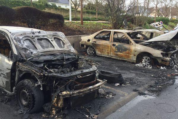 Des véhicules ont été incendiés à Lorient, rue de Kervénanec
