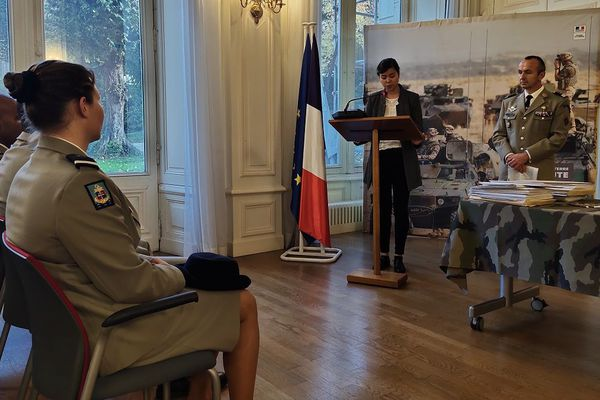 Mardi 5 novembre, 30 jeunes, dont Kristel, qui s'engagent dans l'armée ont été reçu à la préfecture d'Ille-et-Vilaine, à Rennes