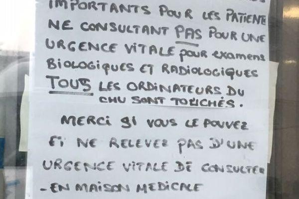 Une affichette à l'entrée des urgences du CHU de Rouen donne les principales recommandations.