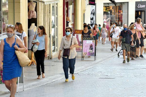 Masque imposé dans certaines rues du centre de Montpellier (Hérault)