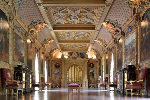 La grande galerie du Château de Maintenon où sont exposés les portraits des glorieux ancêtres de la famille de Noailles.