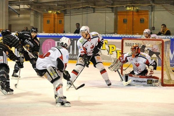 Les Dragons de Rouen ont remporté leur match 2 des demi-finales des play-offs de Ligue Magnus face à Briançon.