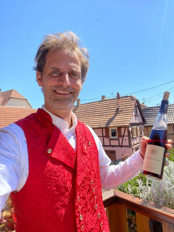 Fabien Kuntzmann, président des Alsaciens de Montréal, fête la région depuis son domicile alsacien.