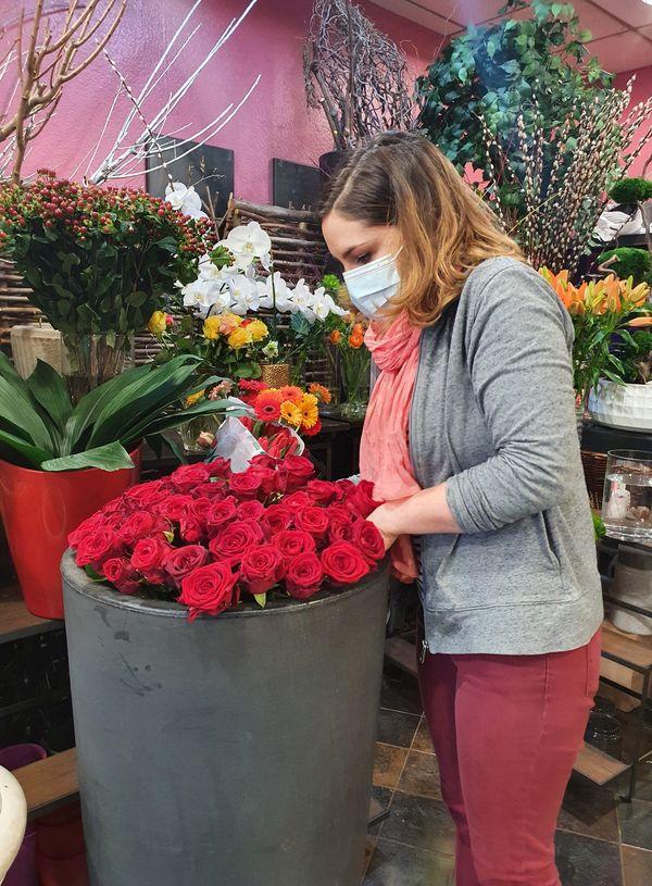 Des roses rouges en quantité pour la fête des amoureux.