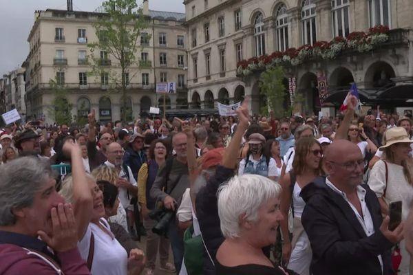 Le 31 juillet 3.000 personnes étaient rassemblées place de la Liberté à Bayonne pour manifester contrer le pass sanitaire