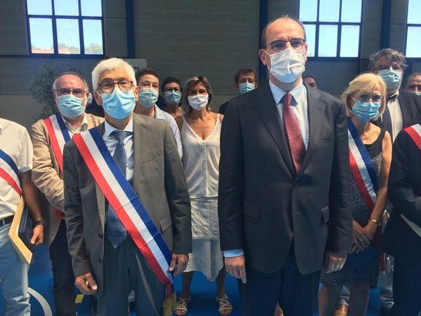 Jean Castex (à droite) aux côtés du nouveau maire de Prades, Yves Delcor, le 18 juillet 2020.