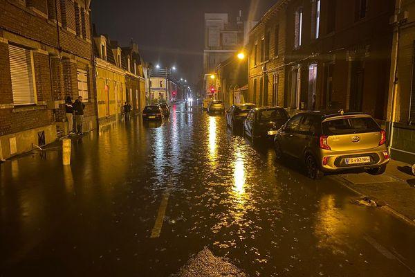 Des rues du centre-ville de Béthune ont été inondées en quelques minutes.