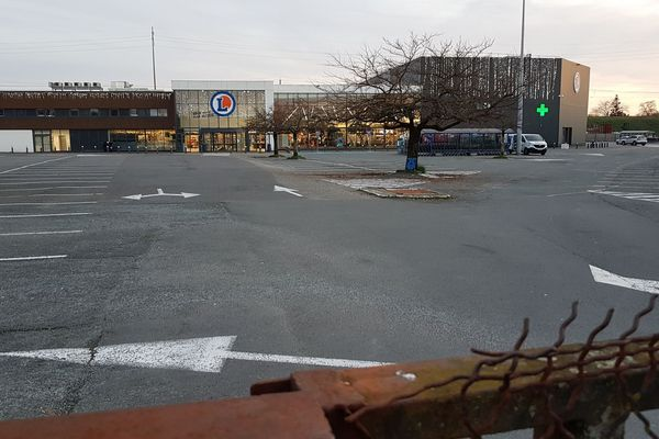 Le parking du Leclerc de Pessac était vide ce samedi 28 décembre 2019.