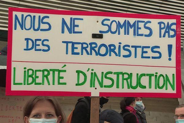 """""""Nous ne sommes pas des terroristes, il a tout mélangé Macron, il va priver un tas de monde pour un tout petit noyau dur"""""""