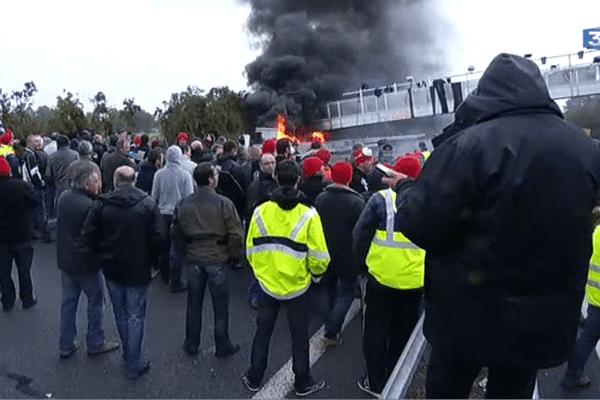 Le portique de Saint Allouestre en feu, le 2 novembre dernier