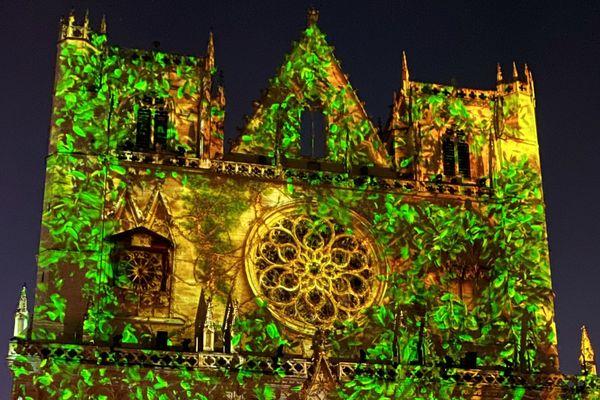 La Cathédrale Saint-Jean est une nouvelle fois un magnifique écrin pour la Fête des Lumières.
