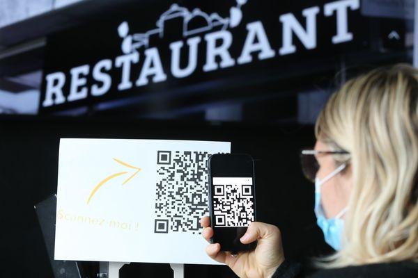 Un code QR, présenté à l'entrée d'un restaurant (illustration).