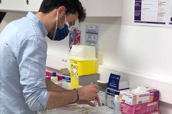 Les stagiaires doivent connaître les volumes nécessaires et les modes de conservation des vaccins.