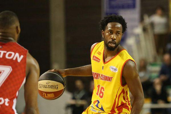 Vichy Clermont Métropole stoppe enfin sa série noire. Carl Ona-Embo, meilleur joueur du match, a mené l'équipe Auvergnate jusqu'à la victoire face à Lille, le 31 mars 2017.