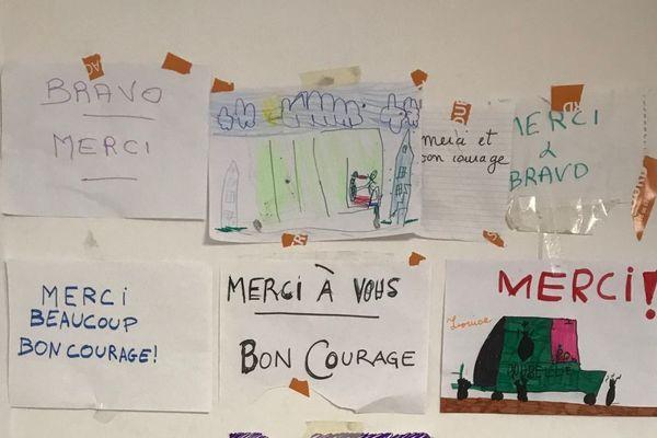 Des dessins comme ces petites attentions destinées au personnel de l'entreprise de collecte de déchets COVED sont le genre d'archives que Vichy communauté espère collecter.