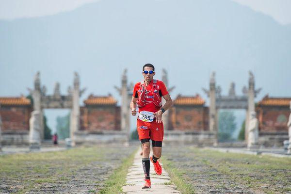 Le coureur montois a dû affronter des dénivelés impressionnants sur la muraille de Chine