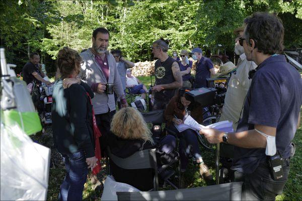 Eric Cantona sur le tournage du Voyageur dans les Vosges. Il joue le rôle de Thomas Bareski, un flic pas comme les autres.