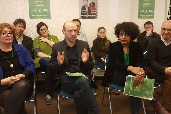 Aux cotés de Matthieu Theurier, candidat EELV à Rennes, quelques un-e-s de ses co-listier-e-s Valérie Faucheux, Priscilla Zamord et Laurent Hamon