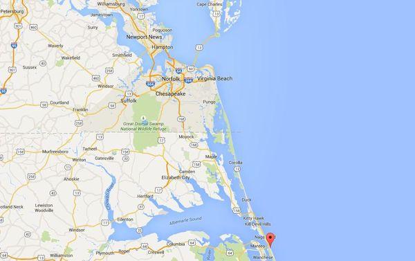 L'Hermione se trouve actuellement au niveau de la flèche rouge, en bas de cette carte. Le 5 juin, elle viendra se mettre à quai à Yorktown, tout en haut de cette carte, au-dessus de Newport News.