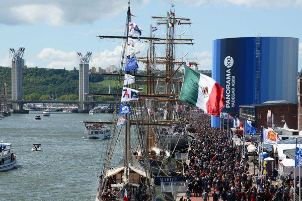 Beaucoup de monde à l'Armada de Rouen