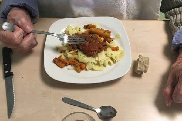 La préparation des repas dans les Ehpad est soumise aux règles sanitaires de la restauration collective.