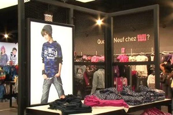 Tati a ouvert à Thiais (Val-de-Marne) un magasin nouvelle génération, nouveau vaisseau amiral de la marque au cichy rose et blanc.