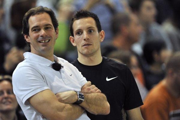 Entre le clermontois Renaud Lavillenie, champion olympique de saut à la perche, et son entraîneur, Damien Innocencio, le divorce est prononcé (photo prise le 25 février 2012 à Aubière, Puy-de-Dôme)