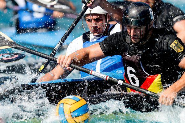 Le kayak polo est une discipline très physique.