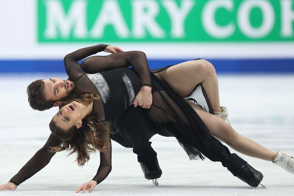 Samedi 7 décembre, Gabriella Papadakis et Guillaume Cizeron, quadruples champions du monde de danse sur glace, ont remporté la finale du prestigieux Grand Prix à Turin, en Italie
