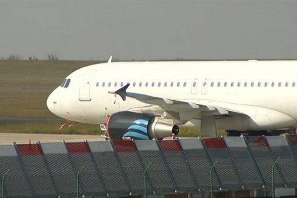 Un avion sur le tarmac de l'aéroport de Paris-Vatry