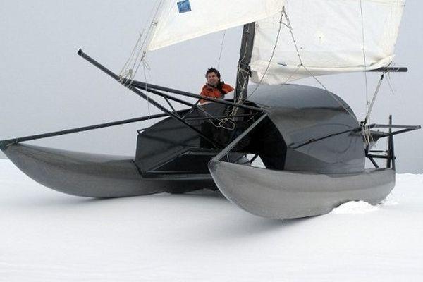 """Sébastien Roubinet, sur le catamaran """"Babouchka"""", lors des tests effectués sur l'Aubrac"""