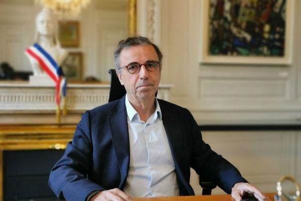 Un an après son élection comme maire de Bordeaux, Pierre Hurmic dresse un premier bilan et évoque les projets de son équipe municipale, ce mercredi 30 juin 2021.