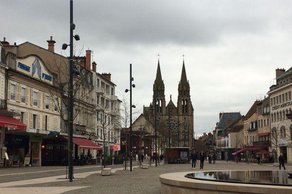 Samedi 9 janvier, la préfète de l'Allier a signé un arrêté qui fixe le couvre-feu à 18 heures dans le département. Il prend effet à compter du dimanche 10 janvier.