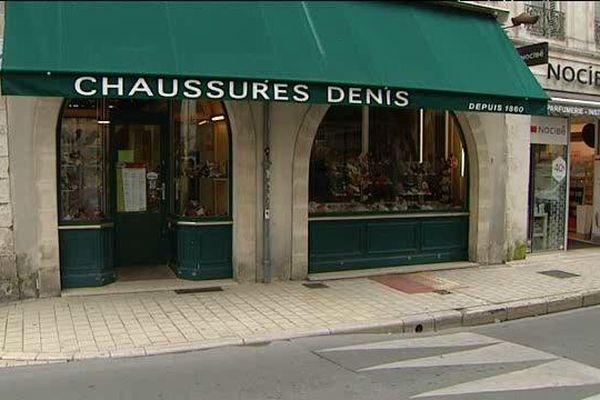 Le magasin Les Chaussures Denis est menacé de fermeture à La Rochelle.
