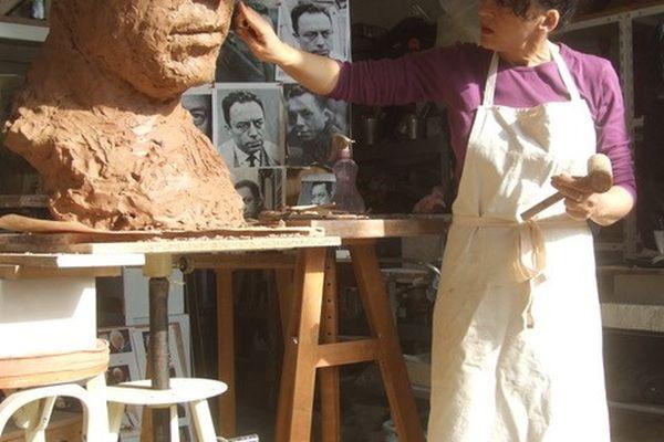 Nacèra Kainou dans son atelier