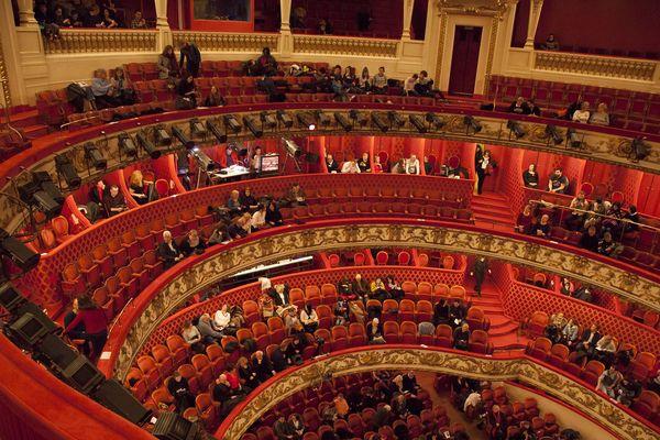 le public s'installe dans la magnifique salle de l'opéra de Nancy