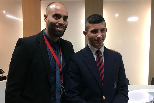 Jean Franco Fernandez Leonarte (à droite) avec Samir Zouaoui, responsable de l'équipe médiation. Le jeune homme représentera la Bretagne pour la finale du concours de plaidoiries des lycéens