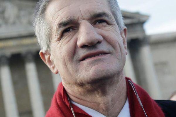 Le député centriste Jean Lassalle, devant l'Assemblée nationale, à Paris, le 14 décembre 2013.