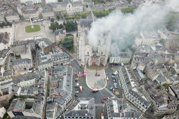 Vue aérienne de l'Incendie de la cathédrale de Nantes du 18 juillet 2020