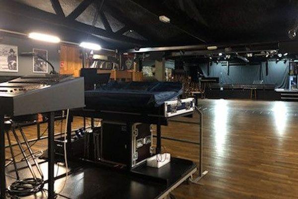 La salle de concert est désespérément vide depuis plusieurs semaines.
