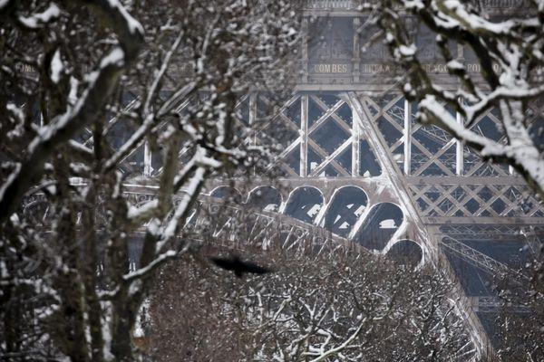La Tour Eiffel enneigée, le 9 février 2018.
