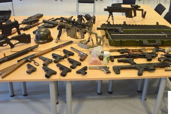 Toutes n'étaient pas létales mais ce collectionneur avait tout de même quelques armes dangereuses