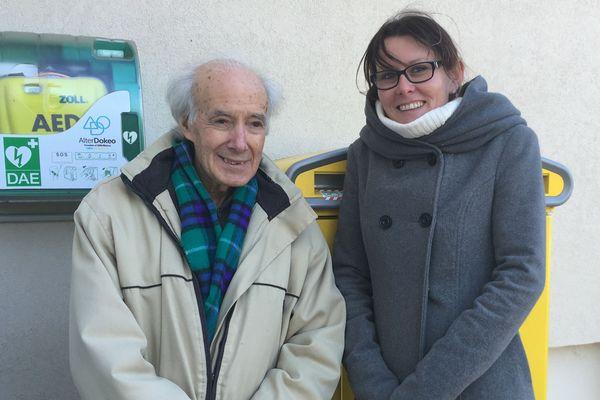 Aurélie a eu le bon réflexe, elle a utilisé le défibrillateur installé dans sa commune pour secourir François.
