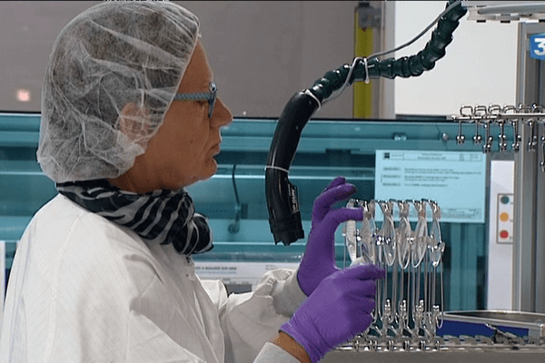 A Fougères, Carl Zeiss se spécialise dans les verres optiques haut de gamme