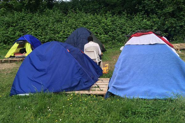 Le campement installé parc du Glacis à Strasbourg endeuillé ce samedi 25 mai