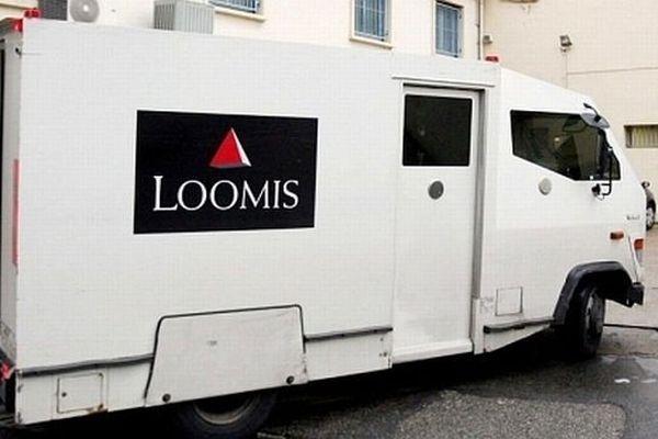 Fourgon de transport de fonds de la société Loomis- Archives